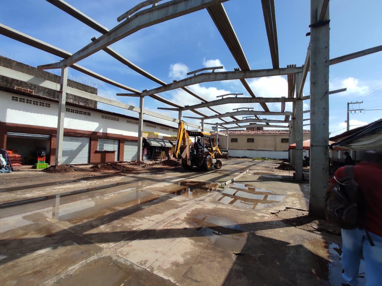 Prefeitura retoma obra de galpão que vai beneficiar feirantes e população de Sapé
