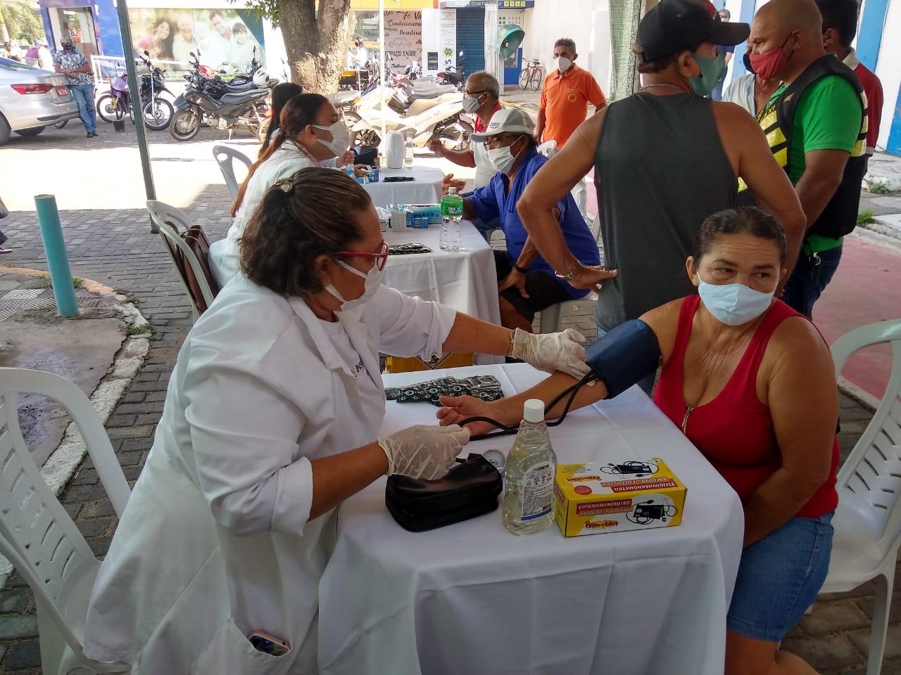 Serviços em saúde e cuidados com a beleza foram oferecidos em comemoração ao Dia do Trabalho