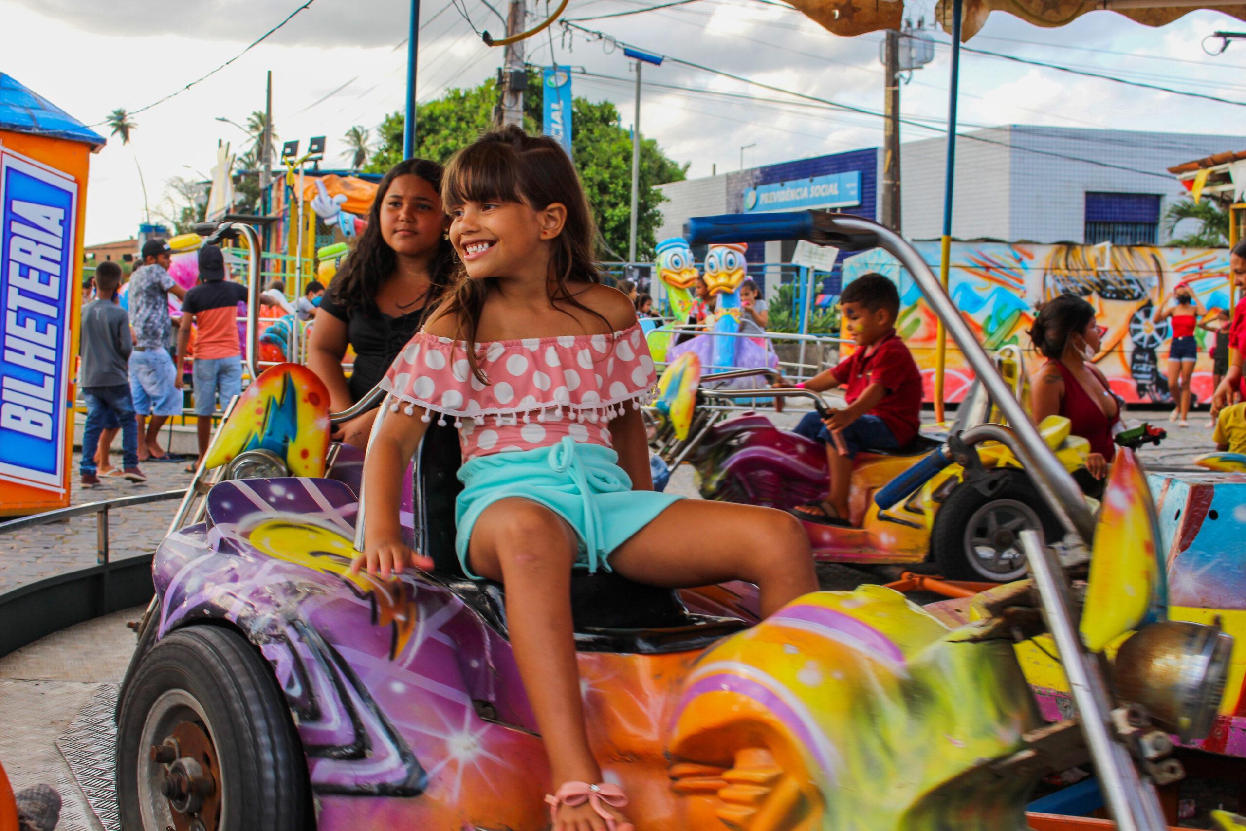Brincadeiras, doces e distribuição de brinquedos marcam festa do Dia das Crianças em Sapé